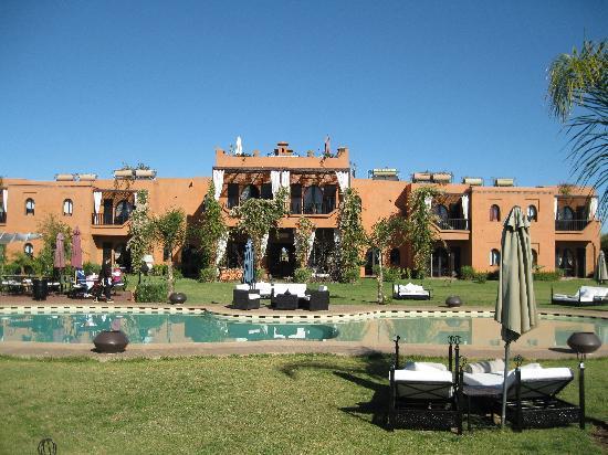 Riad Al Mendili Kasbah: maison vue de l'autre coté de la piscine
