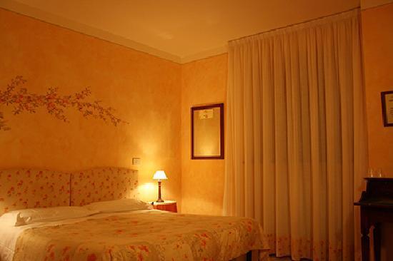 Agriturismo La Pisana : camera camera matrimoniale