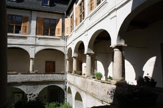 Chateau Trebesice: Il cortile interno