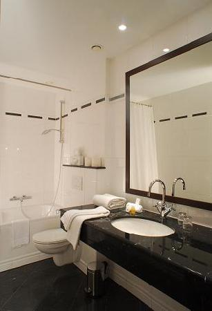 Marivaux Hotel: Bathroom