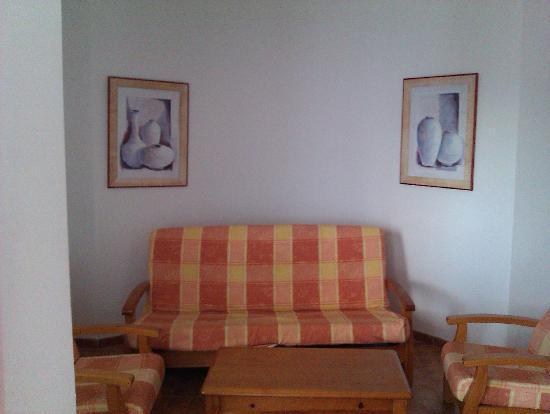 Las Colinas: livingroom
