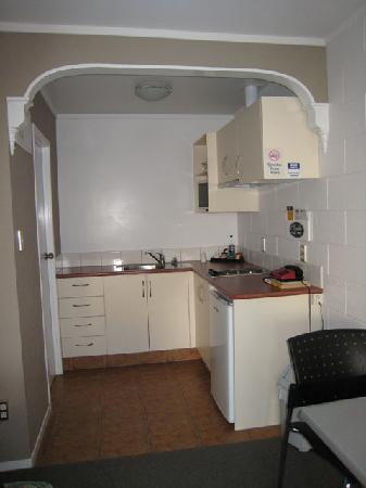 Loredo Motel: KKitchen area