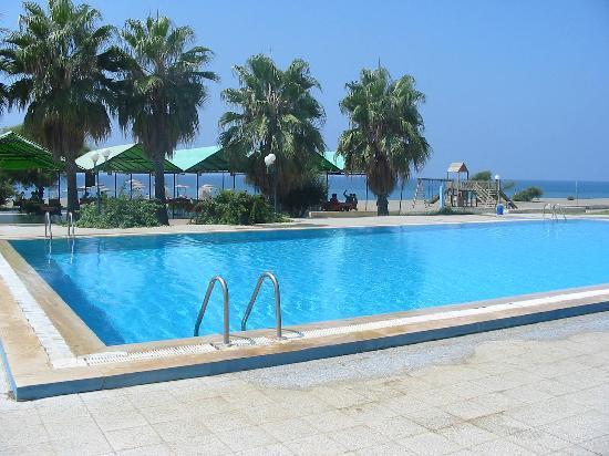 Gazipaşa, Türkiye: Public pool on main beach