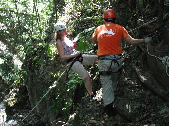 El Remanso Lodge: Gerrardo instucting me on my descend.
