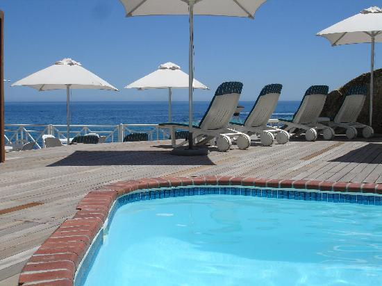 Bantry Bay International Vacation Resort: Pool Deck