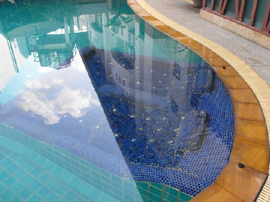 The Album Loft at Nanai Road: Outdoor Swimming Pool with Outdoor Jacuzzi