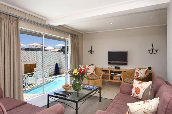Bantry Bay International Vacation Resort: Neptune Lounge