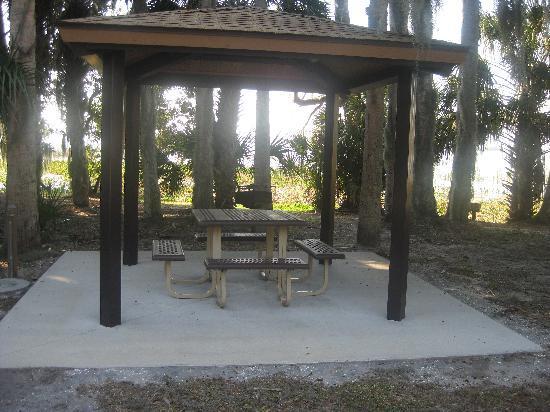 Trimble Park : Small covered pavillion