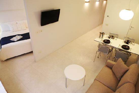 Allegro Apartments Duomo : White Suite for 3 Guests