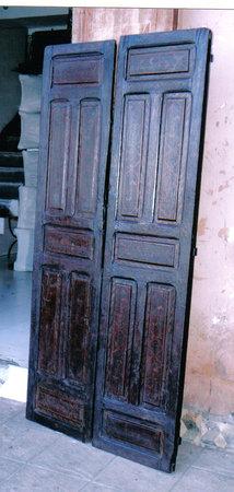 L'Art Marocain El Abdi Abdeljabbar: porte enceinne en bois peint
