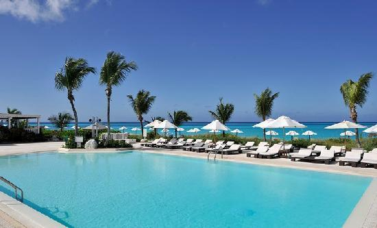 Club Med Columbus Isle : Lounge by the pool!