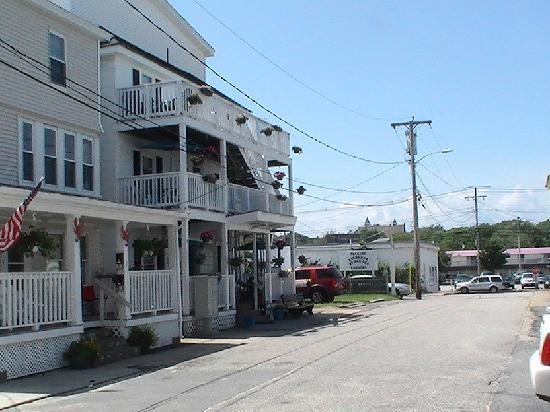 Richard's By The Sea : view from the beach path
