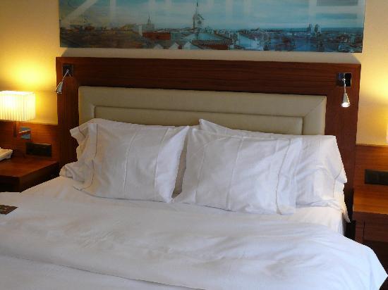 Sheraton Zurich Neues Schloss Hotel: Komfortables Bett