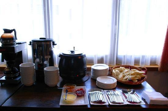 Chalet Hotel Ambassador: afternoon spread - feeling and fine