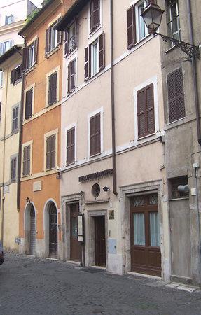 Hotel Teatro di Pompeo: Exterior