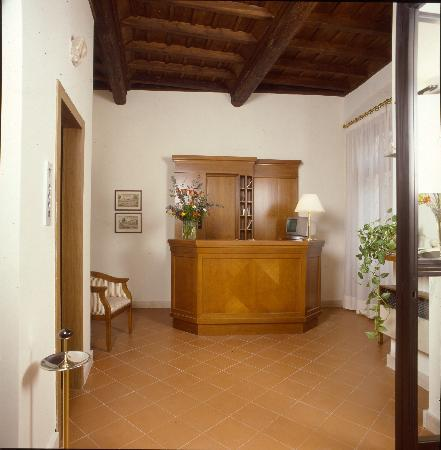 Hotel Teatro di Pompeo: Reception