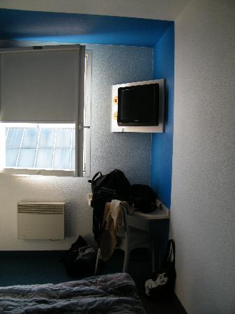 Fernseh tisch photo de hotelf1 paris porte de montreuil - Hotel formule 1 paris porte de chatillon ...