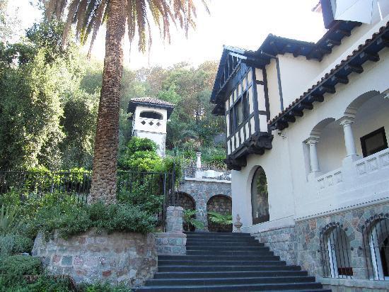 The Aubrey Boutique Hotel: Garden steps from courtyard entrance