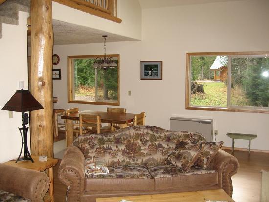 Kootenai River Outfitters: Living Room