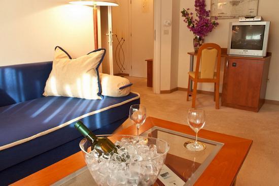 Boutique & Beach Hotel Villa Wolff : Suite living room