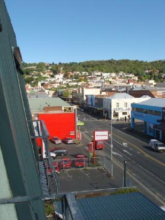 The Victoria Hotel Dunedin: ベランダから左を見ると