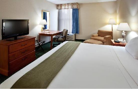Holiday Inn Express Anderson: King suite