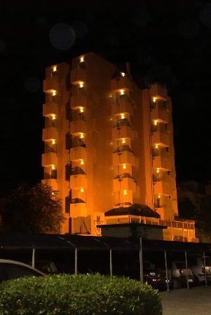 Hotel Aristeo: Aristeo by night