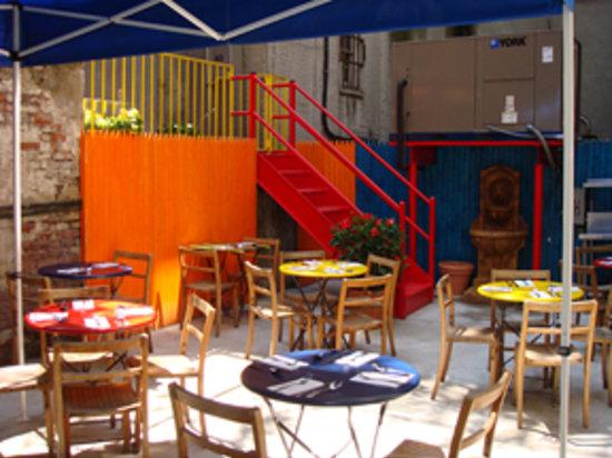 Casa Havana Cuban Diner: Outdoor Garden Open