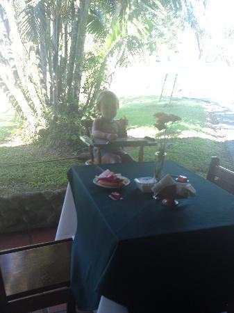 Termales del Bosque: Mi hija en el restaurante