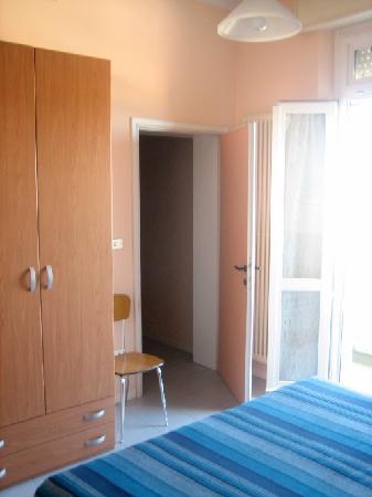 Residence La Marina: camera da letto
