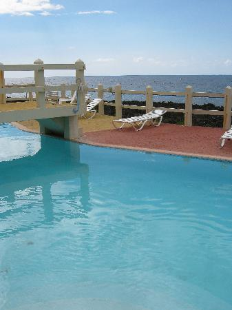 Seagrape Plantation Resort: Seagrape pool & the Caribbean Sea