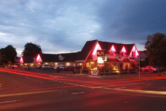 Rose Court Motel: Night Shot