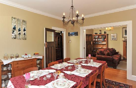 Kershaw House Boutique Accommodation: Guest Dining Room and Breakfast Setting