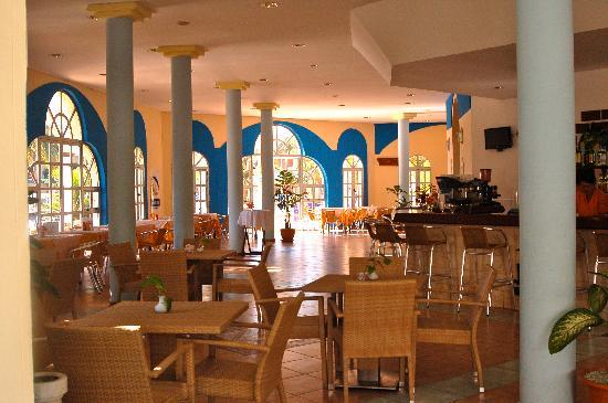 Brisas del Caribe Hotel: South section snack bar