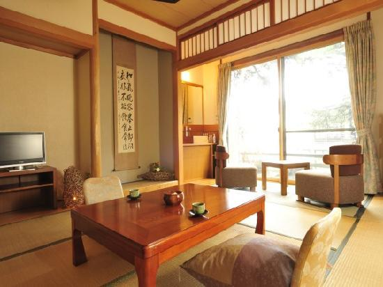 Shiroishi, Japón: 和室の畳には床暖が入っています。