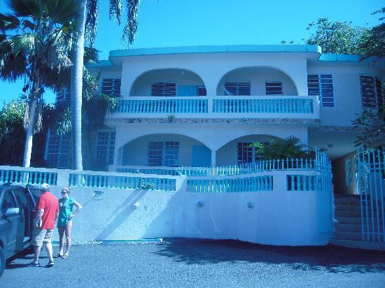 El Mirador Guesthouse: Front view of El Mirador