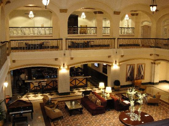 Hotel Blackhawk, Autograph Collection: Lobby