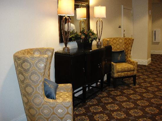Hotel Blackhawk, Autograph Collection: One of the many little seating areas in the lobby and ballroom areas
