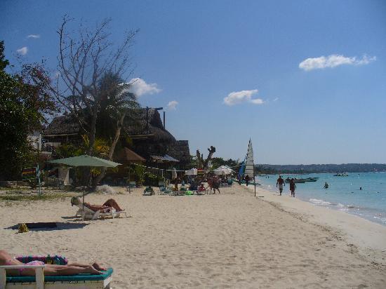 Couples Swept Away: Beach stuff