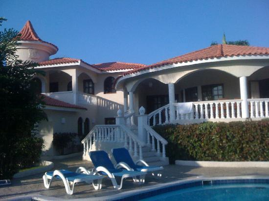 The Crown Villas at Lifestyle Holidays Vacation Resort: Outdoor patio