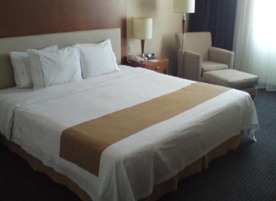 Holiday inn express puebla ahora 1 045 antes 1 for Cama queen size y king size