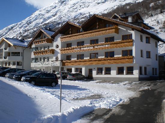 Hotel Sabine: Frontansicht alle Zimmer mit Balkon