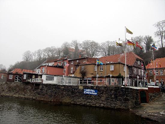 Hotel Restaurant Zum Alten Schifferhaus: Schifferhaus vom Kai aus