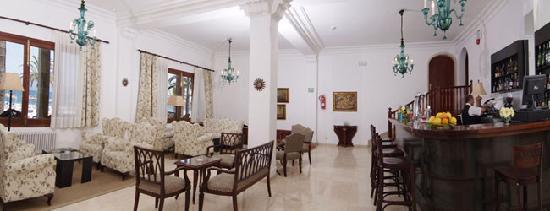 Hoposa Pollentia Hotel: bar