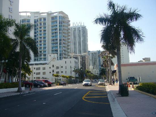 Collins Hotel: vista de calle