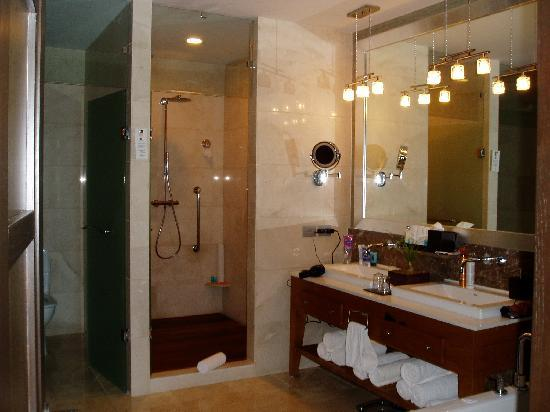 Grand Luxxe Nuevo Vallarta: Master Bath