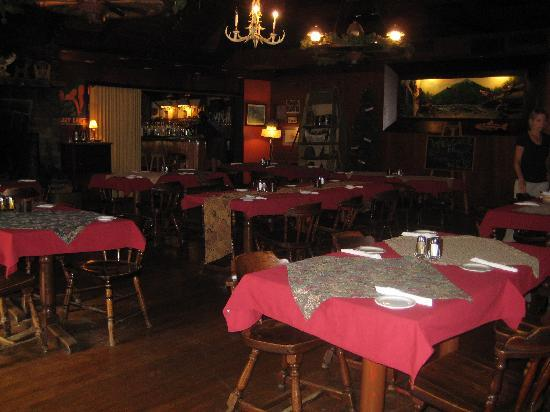 Steinhoff's Sportsmans Inn: Restaurant downstairs from the Inn.