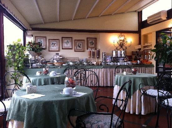 Hotel Farnese: breakfast dining