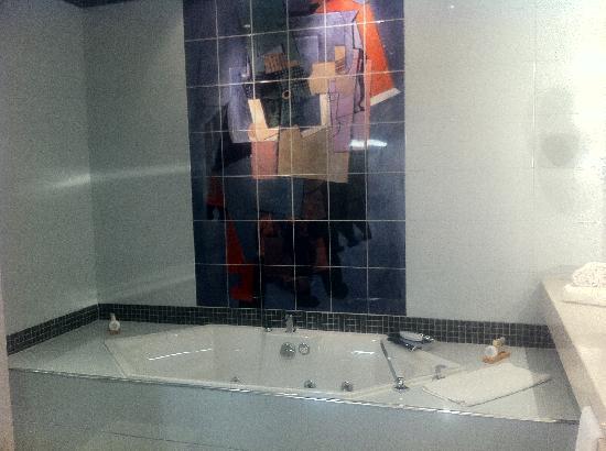 Vatel Hôtel & Spa : La baignoire