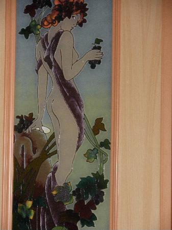 Hotel Roma: Detail of Stained Glass Door of the hotel's bathroom